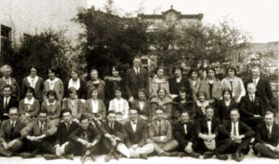 Professor Kistler (tall fellow in the center) and the first Freshman class at Pacific, 1923.  Photo courtesy UOP Holt-Atherton Special Collections.