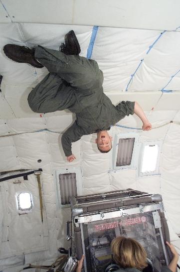 Stephen Steiner (top) and Emily Prewett (bottom) running supercritical chemistry on NASA's KC-135A (image courtesy Stephen Steiner)